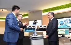 Шавкат Мирзиёев посетил Центр инноваций компании «Huawei»