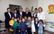 Президент Шавкат Мирзиёев посетил социальные учреждения в Нукусе