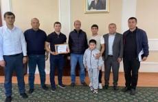Узбекскому боксеру подарили трехкомнатную квартиру в Алмалыке