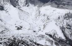 Более 10 человек пострадали от камнепада после извержения вулкана в Японии