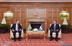 Президенты Узбекистана и Туркменистана провели встречу в Ашхабаде