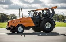 Трактор развил скорость до 140 км/ч