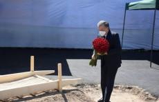 Президент Шавкат Мирзиёев посетил могилу Мусы Ерниязова