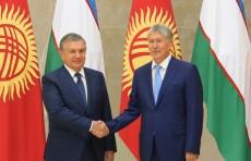Шавкат Мирзиёев поздравил Алмазбека Атамбаева с днем рождения