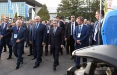 Шавкат Мирзиёев и Александр Лукашенко посетили выставку белорусской продукции